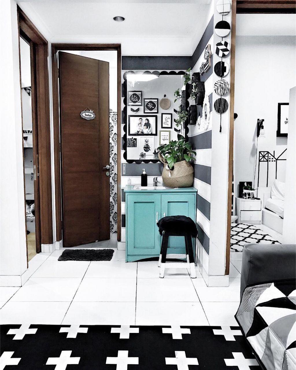 dapur minimalis nuansa monokrom